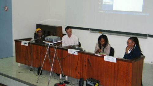 Table ronde sur l'enseignement créole en Guadeloupe.